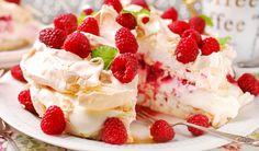 Rezept für eine leichte Low Carb Himbeer-Quark-Torte mit Meringue - kohlenhydratarm, kalorienarm, ohne Zucker und Getreidemehl
