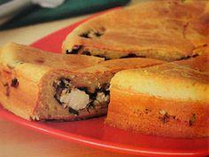 EMPADÃO DE ESPINAFRE. INGREDIENTES DA MASSA. - 3 ovos; - 1 xícara (chá) de óleo; - 1 pitada de sal; - ½ xícara (chá) de parmesão ralado; - 2 xícaras (chá) de farinha de trigo; - 1 colher (sopa) de fermento em pó; - Manteiga para untar; - 2 colheres (sopa) de farinha de rosca.