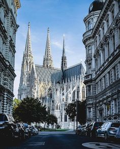 The St Stephen's Cathedral in Vienna, Austria. Oh The Places You'll Go, Places To Travel, Places To Visit, Travel Around The World, Around The Worlds, Europe Centrale, Great Buildings And Structures, Modern Buildings, Modern Architecture