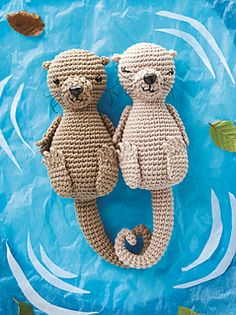 This cute amigurumi couple make a great gift for a sweetheart. Otters hold paws while they sleep so they don't float away from each other -and the tails of these two curl together to make a heart!