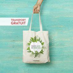 Îți place verdele? Atunci Trăiește Viața în Verde Viu. Sacoșa aceasta e declarația ta de dragoste pentru un stil de viață sănătos. Transport gratuit Reusable Tote Bags, Green