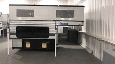 Camping Tips For Families – All You Need For Family Camping Enclosed Trailer Camper, Diy Camper Trailer, Truck Bed Camping, Truck Tent, Popup Camper, Mini Motorhome, Auto Gif, Diy Auto, Slide In Truck Campers