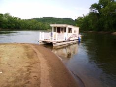 Is it really possible to live on a houseboat?different types of houseboats that are commonly used as fulltime dwellings of vacation homes. Pontoon Houseboat, Houseboat Living, Pontoon Boats, Plywood Boat, Relax, Canal Boat, Floating House, Tiny House Movement, Yellow Submarine