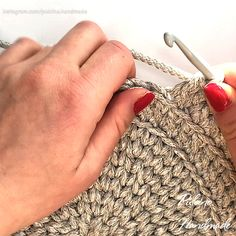 How to Crochet a Doily? Crochet Doily Pattern, Place mat easy pattern - · Cute and easy tutorial with pdf and video instruction. Débardeurs Au Crochet, Crochet Home, Crochet Gifts, Crochet Doilies, Crochet Placemat Patterns, Crochet Basket Pattern, Knitting Patterns, Crochet Videos, Crochet Designs