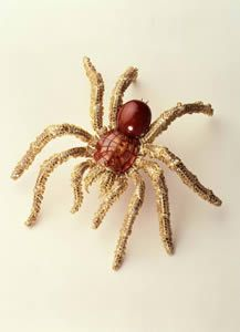 The materials used by Steffan Hemmerle in the creation of this extraordinary natural-looking Tarantula Brooch were yellow gold, pearl, umba sapphires, white and brown diamonds and ruby.