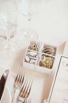 we ❤️ this!  http://moncheribridals.com #edibleweddingfavors