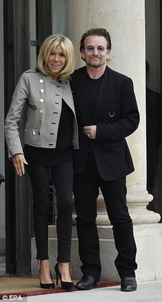 Bonojour! Brigitte Macron cuts an elegant figure as she makes fast friends with the U2 front man during a meeting to discuss poverty issues at the Elysee Palace Read more: http://www.dailymail.co.uk/femail/article-4725916/Brigitte-Macron-welcomes-Bono-Elysee-Palace.html#ixzz4nn869A3P Follow us: @MailOnline on Twitter | DailyMail on Facebook