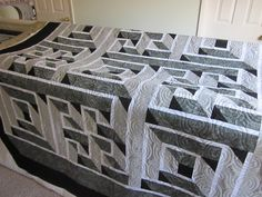 ~ Zany Quilter ~: Patty's Labyrinth Quilt... Beautiful perspective.