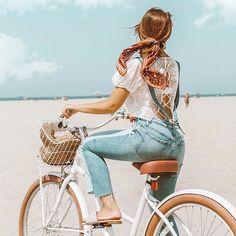 Summer denim outfit - Emily Vartanian rides cute beach cruiser bike on Venice be. - Summer denim outfit – Emily Vartanian rides cute beach cruiser bike on Venice beach, styled ponyt - Beach Aesthetic, Summer Aesthetic, Velo Vintage, Vintage Bicycles, Bike Photoshoot, Bike Photography, Photography Training, Summer Denim, Bike Style