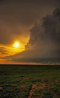 ✯ Supercell Thunderstorm..OK..looks pretty but acts deadly!!!