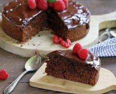 Chocolate and strawberry cake Brownie Sem Gluten, Chocolate Sin Gluten, Sweet Whipped Cream, Rich Cake, Make Ahead Desserts, Chocolate Bundt Cake, Flourless Chocolate Cakes, Fudgy Brownies, Cake Tasting