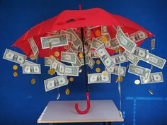 Die 12 originellsten Geldgeschenke für jeden Anlass - DIY-Family If we can't think of anything else, we usually make money gifts. Here you will find the most creative folding and decoration ideas to spice things up visually. Diy Birthday, Birthday Gifts, Cute Gifts, Diy Gifts, Don D'argent, Creative Money Gifts, Creative Wedding Gifts, 1st Wedding Anniversary, Ideias Diy