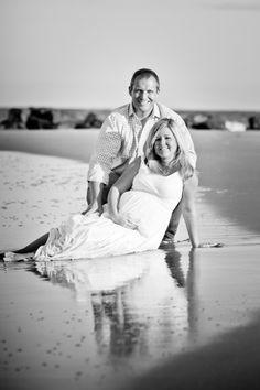 beach maternity photo idea