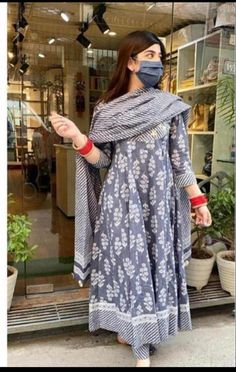 Dress Indian Style, Indian Wear, Indian Outfits, Ethnic Outfits, Indian Gowns, Indian Clothes, Simple Kurta Designs, Kurta Designs Women, Anarkali Kurti