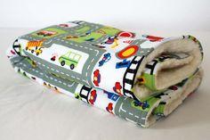 Spiel- und Schlafdecke für Babys mit Stadtprint / fluffy sleeping and playing blanket for babys by schöngut via DaWanda.com