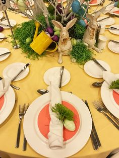 PartyTipz: entertaining with style and ease Easter Table, Tablescapes, Table Settings, Entertaining, Table Decorations, Home Decor, Style, Swag, Decoration Home