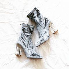 Best of the best , czyli piękne, aksamitne botki od @publicdesire  zobaczycie w najnowszym haul'u zakupowym. Film już na kanale  Link w opisie  #boots #favourites #heels #love #essentials #velvet #pdbae #publicdesire #polishvlogger #polishgirl #polskadziewczyna #fashion #vlogger #youtuber #trends #autumn #summer #stylish #mystyle #poznan #poland #instadaily #instamood