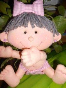 Comparto con vosotros el patrón de esta linda Bebé niña en pañal y lacito haciendo juego.