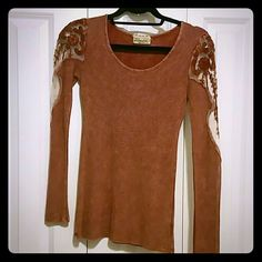 BKE Long sleeve top Only worn once BKE Long sleeve top Buckle Tops Tees - Long Sleeve