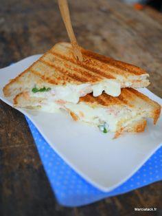 Croque monsieur au saumon via @marciatack Tacos, La Rive, Breakfast Items, Wrap Sandwiches, Smoked Salmon, Fajitas, Flan, Bon Appetit, Bruschetta