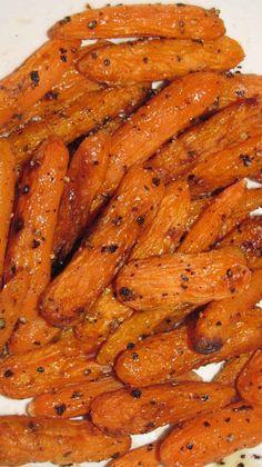 Zanahorias Asadas con Miel        Tiempo de Preparación  5 mins    Tiempo de Cocción  25 mins    Tiempo Total  30 mins     Después de varios intentos de hacer algo diferente y eliminar la mantequilla y el aceite de oliva, encontré la manera de usar las zanahorias de una manera nueva. Es un plato que los niños y los padres disfrutan y se puede adaptar fácilmente a diferentes gustos con otras especias. La próxima vez creo que puedo añadir comino, curry o especias para darle un toque Indú…