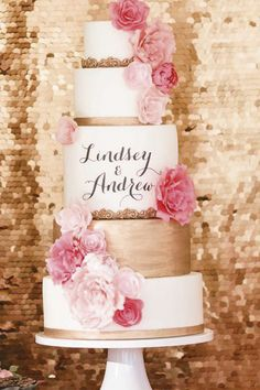 Pink Wedding Cakes Carina, una torta nuziale con i nomi degli sposi scritti a mano! - 100 Wedding Cakes That WOW - Get wedding cake inspiration for every style and color possible here! Gold Wedding Theme, Wedding Cake Rustic, Dream Wedding, Wedding Colors, Purple Wedding, Lace Wedding, Wedding Unique, 2017 Wedding, Glamorous Wedding