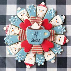Let it snow Christmas cookie platter Fancy Cupcakes, Fancy Cookies, Iced Cookies, Cute Cookies, Cookies Vegan, Christmas Cookies Gift, Christmas Baking, Decorated Christmas Cookies, Vegan Christmas