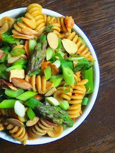 Asparagus Pasta Salad with Creamy Peanut Dressing - The Lemon Bowl #sidedish #pastasalad #healthy