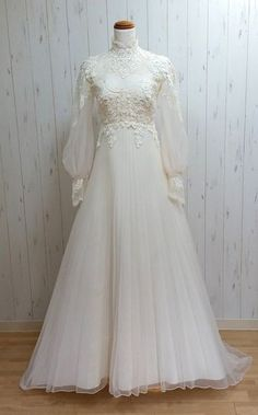 Vintage Wedding Dress 302011667039 Jahre Royal Wedding Dress - Look brief. Vintage Wedding Dress 302011667039 Jahre Royal Wedding Dress - Look briefly in. remain for good :] - Vestidos Vintage, Vintage Dresses, Muslim Wedding Dresses, White Wedding Dresses, 70s Wedding Dress, Muslimah Wedding Dress, Muslim Brides, Wedding Hijab Styles, Muslim Couples