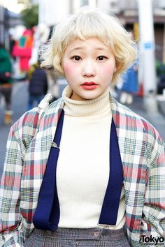 Harajuku girl with short blonde hairstyle wearing high waist pants, plaid coat, turtleneck and suspenders. Face Drawing Reference, Female Reference, Hair Reference, Pretty People, Beautiful People, People Poses, Aesthetic People, Short Blonde, Interesting Faces