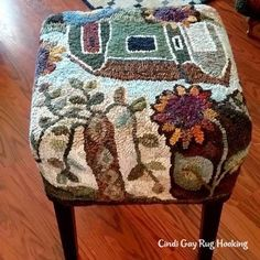 Rug hooking patterns, wool & supplies for your hooked rugs – Learn to rug hook with online video lessons & tutorials. Rag Rugs, Wool Rugs, Foot Stools, Locker Hooking, Cushion Ideas, Rug Hooking Patterns, Rug Ideas, Penny Rugs, Traditional Rugs