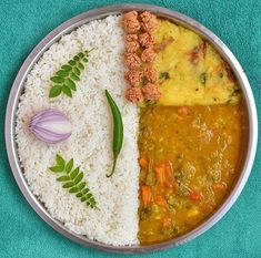 Indian Vegetarian Food and Cooking South Indian Vegetarian Recipes, Indian Food Recipes, Food Platters, Food Dishes, Cooking Recipes Veg, India Food, India India, Food Flatlay, Indian Street Food