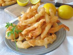 Calamares a la romana Shrimp, Meat, Ethnic Recipes, Food, Italian Foods, Easy Cooking, Seafood, Color Combinations, Easy Recipes