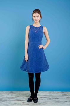 Abito in pizzo di lana con scollo profondo sulla schiena. #bonton #princesse #metropolitaine #fashion #dress #lace
