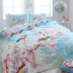 Dit Dreamhouse Bedding Soft Birds Dekbedovertrek geeft je slaapkamer een artistieke en tegelijk ook stijlvolle uitstraling. Dit overtrek is uitgevoerd met een p