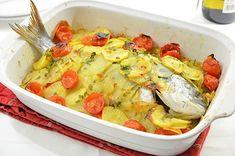 Orata al forno con patate e pomodorini - La Ricetta della Cucina Imperfetta Food Bulletin Boards, Food Fantasy, Seafood Dishes, Antipasto, Four, Carne, Italian Recipes, Potato Salad, Macaroni And Cheese