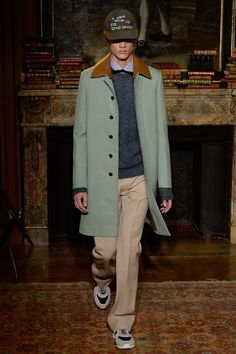See the complete Valentino Fall 2017 Menswear collection.