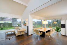 Bungalows können nahezu mit jeder beliebigen Dachform realisiert werden – vom Flachdach übers Pultdach bis hin zum klassischen Satteldach.