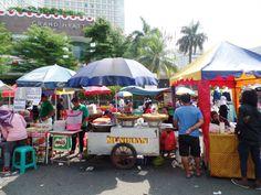 Direkt an der Straße und vor deinen Augen zubereitet schmeckt das indonesische Essen am besten. Finde hier unserer Lieblings-Streetfood-Plätze in Jakarta!