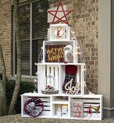 Christmas Home, Christmas Crafts, Christmas Ornaments, Christmas Trees, Wooden Crates Christmas, Christmas Shop Displays, Handmade Christmas Decorations, Holiday Decor, Roman Clock