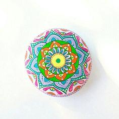Guarda questo articolo nel mio negozio Etsy https://www.etsy.com/it/listing/535436145/sasso-dipinto-a-mano-mandala-stones
