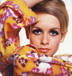 Twiggy Blond girl with painted eyelashes, hair shorter than Vidal's BOB and really very skinny -Yes! This is Twiggy.Twiggy- is Lesley L. 70s Mode, Retro Mode, Mode Vintage, Vintage Shops, 1960s Fashion, Fashion Models, Vintage Fashion, Modern 60s Fashion, Mod Fashion