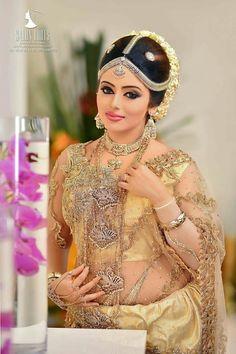 Indian Wedding Bride, South Indian Bride, Beautiful Saree, Beautiful Indian Actress, Bridal Looks, Bridal Style, Indiana, Kerala Bride, Saree Photoshoot