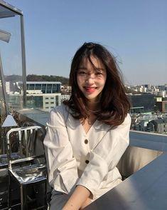 New short hair styles korean ulzzang ideas Ulzzang Girl Fashion, Ulzzang Korean Girl, Ulzzang Girl Selca, Ulzzang Style, Girl Short Hair, Short Girls, Medium Hair Styles, Long Hair Styles, Korean Hair Medium