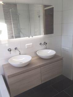 Thebalux badkamer meubel van muur tot muur met maatwerk spiegel inbouw kranen zijn van de - De italiaanse kranen badkamer ...