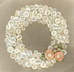 ⊙ Cute as a Button ⊙ artful button crafts and diy inspiration - vintage button wreath Crafts To Make, Fun Crafts, Arts And Crafts, Quick Crafts, Summer Crafts, Diy Buttons, Vintage Buttons, Crafts With Buttons, Buttons Ideas