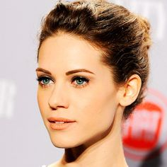 Model for Taylor Duncan, but with lighter ice-blue eyes  Lyndsy Fonseca