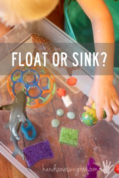 Activity for toddlers - does it float or sink? Speak Spanish with your kids as you do this activity! You can find vocab for sink/float and other water games in English and Spanish at http://spanishplayground.net/water-games-spanish-vocabulary/ http://handsonaswegrow.com/water-play-experiment-float-sink/