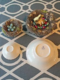DIY How to Craft a Faux Birds Nest With Robins Eggs, Easter home decoration - Home & Garden. Bird Nest Craft, Bird Crafts, Bird Nests, Easter Egg Dye, Hoppy Easter, Easter Projects, Easter Crafts, Easter Ideas, Art Projects