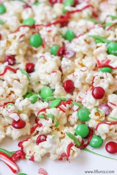 Christmas Popcorn - dipped in white chocolate and drizzled with M&Ms, crushed candy canes and candy melts! The perfect Christmas treat for the family. Christmas Popcorn, Christmas Food Treats, Christmas Desserts, Christmas Cookies, Christmas Recipes, Christmas Ideas, Holiday Treats, Christmas Foods, Holiday Foods
